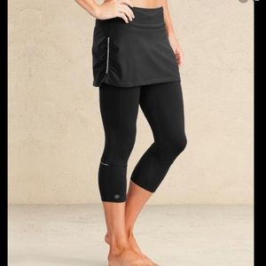Athleta Black Contender 2 in 1 Yoga Skirt Capri S